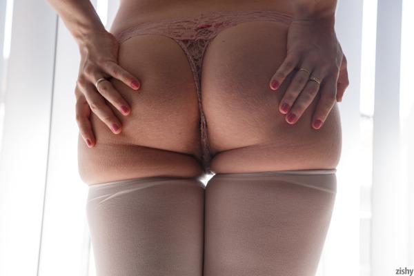 Zishy presents Lana Zuyeva in Another New Year - Nerd Nudes