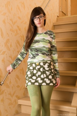 Wpid Anni Bay Takes Off Her Green Tights To Play Naked