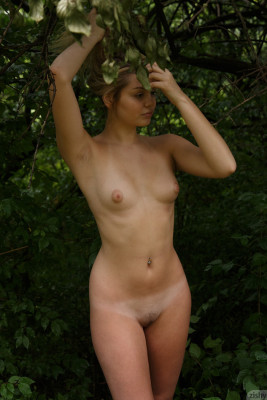 free nude photos of young women